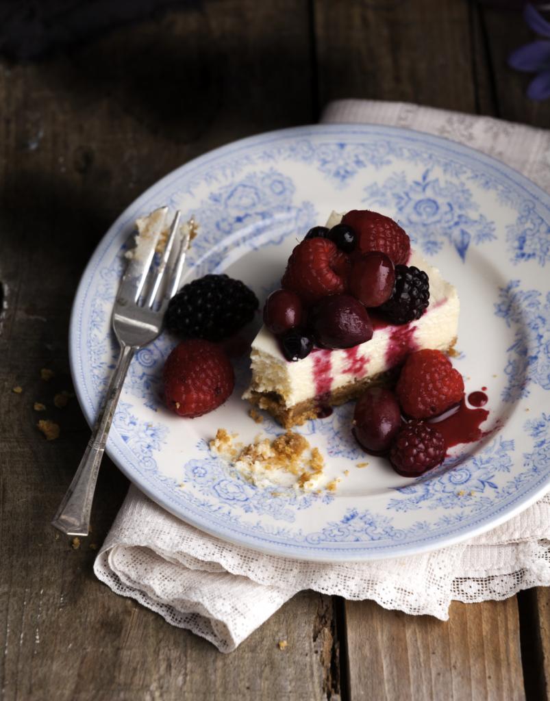 Raspberry and blackberry cheesecake slice