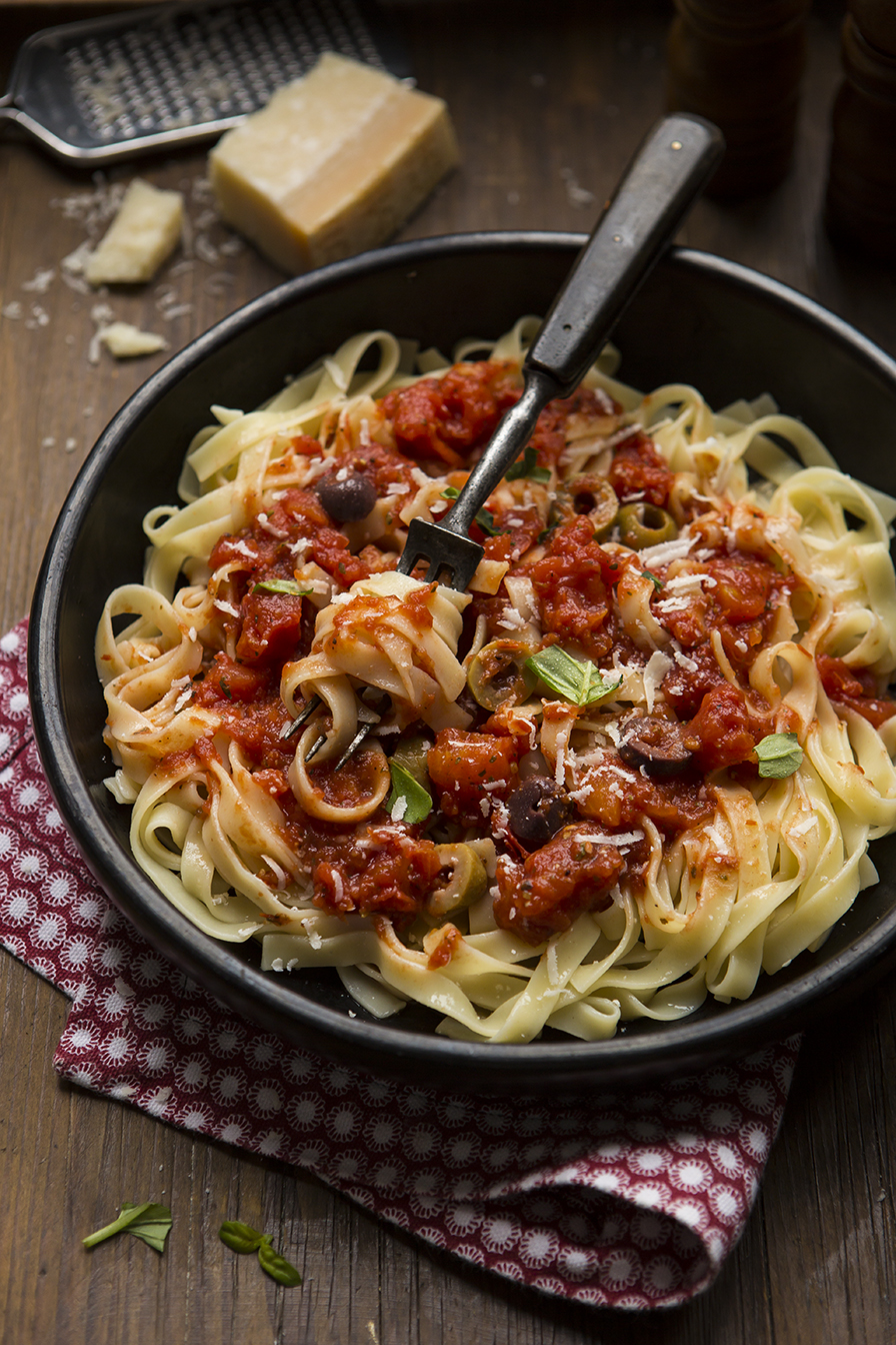 Pasta sauce recipe photography by  Stacy Grant